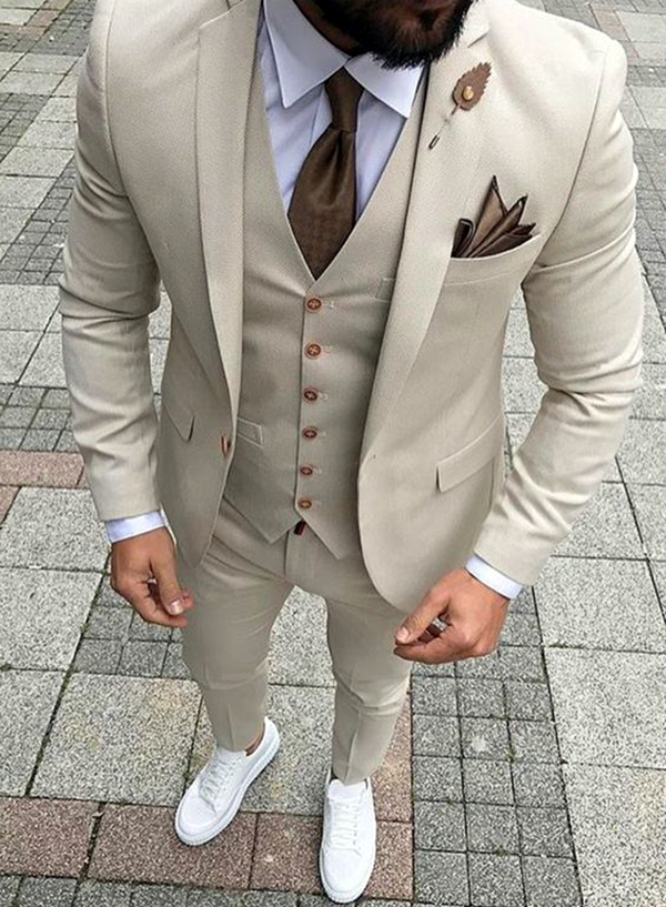 Picture of Skinny fit off-white three-piece suit